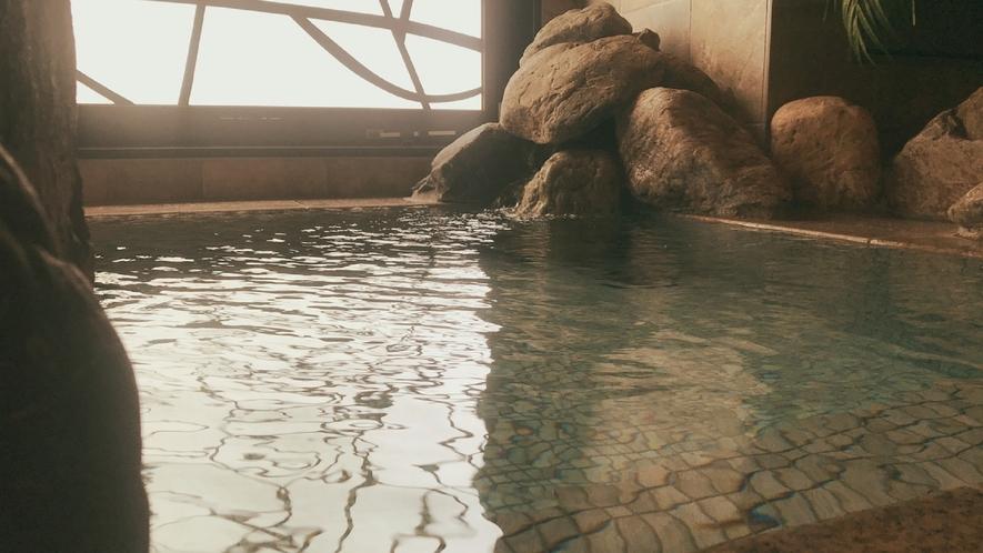 【幸鐘の湯】営業時間15:00~翌朝10:00 男性大浴場 水風呂(水温16℃~18℃)