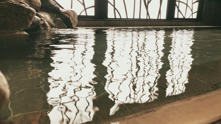 男性大浴場 内風呂 天然温泉である洞爺温泉の運び湯を使用した自慢の大浴場