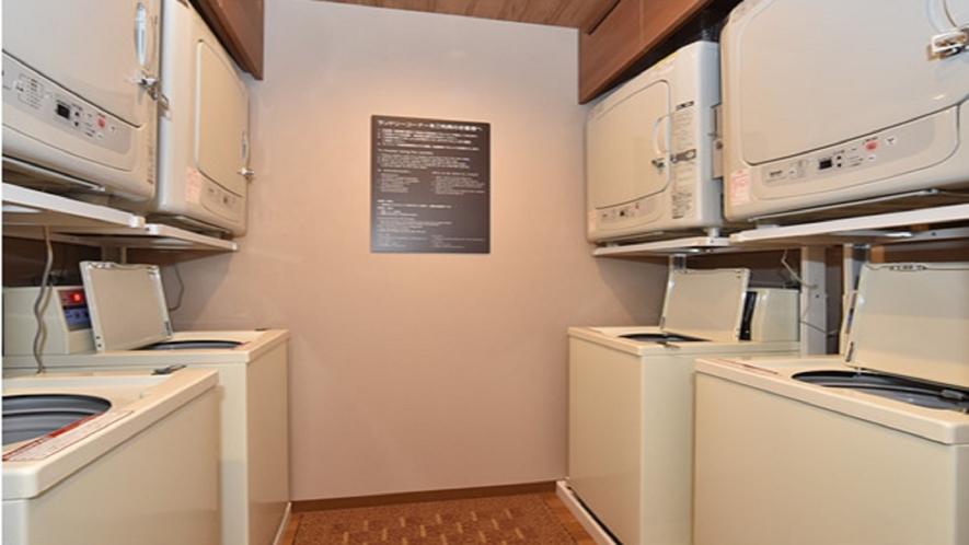 女性・男性ともに大浴場内には洗濯機がございます。連泊でご利用のお客様に嬉しい、無料でご利用いただける