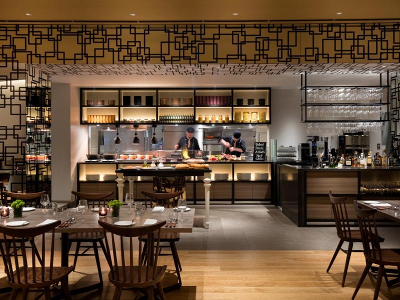 Dining  Bar 「LAVAROCK」オープンキッチン