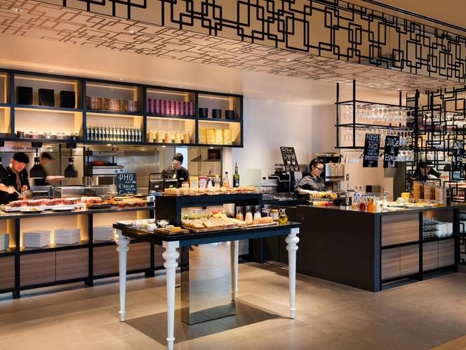 Dining & Bar LAVAROCK オープンキッチン