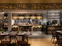 Dining & Bar 「LAVAROCK」オープンキッチン