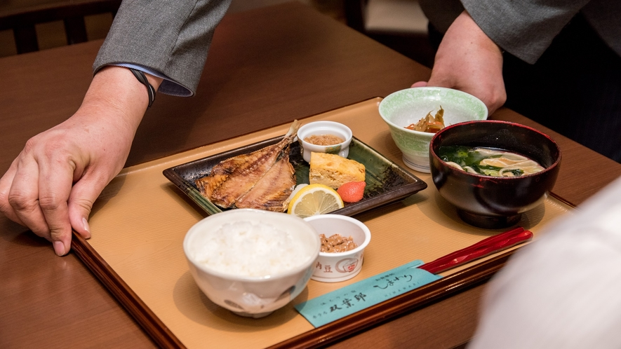 *【朝食一例】健康的な和定食。サラダ・ドリンクはセルフサービスです。