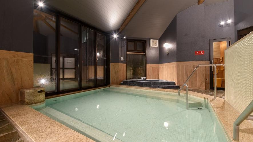 *【大浴場/男性専用(夜)】手足を伸ばしてゆったりとご入浴いただけます。