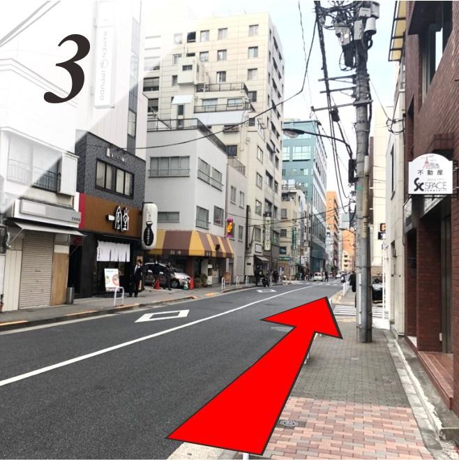 (3)再び200m(徒歩2〜3分)ほど直進します。