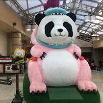 パンダ像(JR上野駅構内)