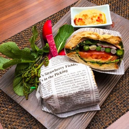 ルスツ野菜とひよこ豆のサンドイッチ