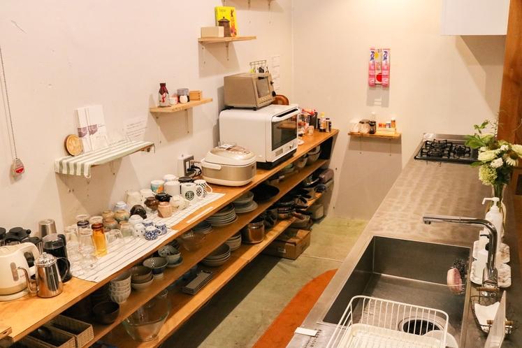 長期滞在も可能 共有のキッチンは自由に利用可能です