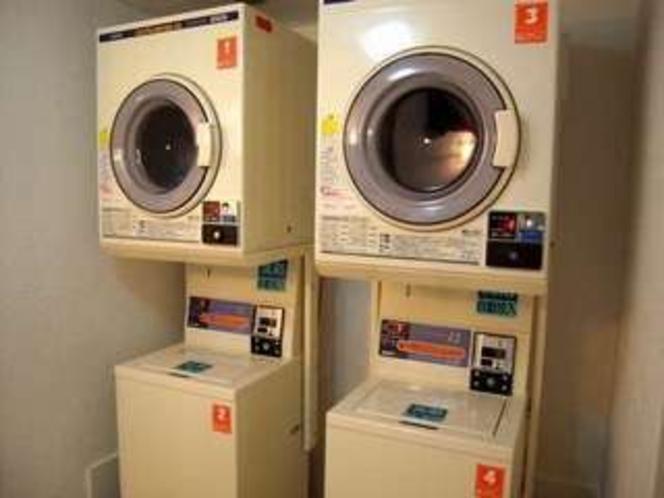 【有料コインランドリー】 ※屋外に1台・洗剤はフロントにて50円で販売しております