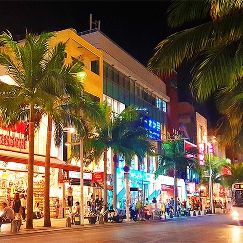 観光 夜も賑やかな国際通りで沖縄満喫!※画像はイメージとなります。