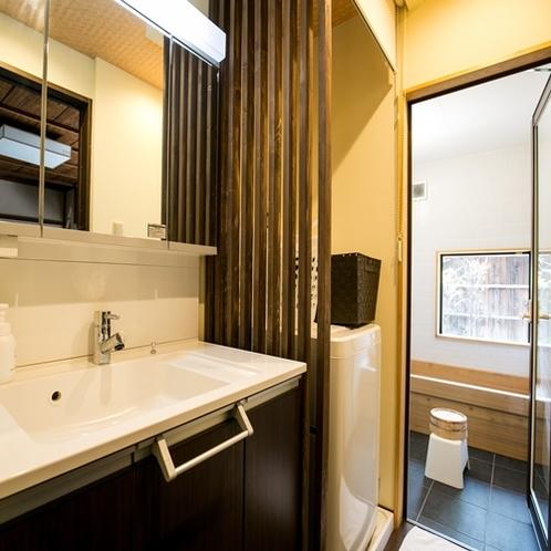 【上七軒-奥】独立型の洗面台とバスルーム