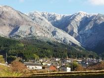 雪化粧の後山