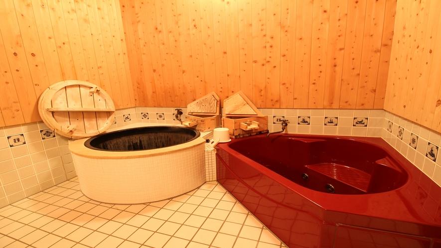 *【貸切風呂】お風呂には昔懐かしい五右衛門風呂も御座います。温かい湯船でごゆっくりお寛ぎ下さい。