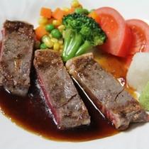 夕食バイキングイメージ 出来立て牛ステーキ