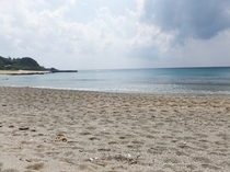 ビラビーチ(当館から歩いて5分)。サーフィンにも人気のスポットです。