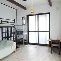*【103号室】我が家のようにお寛ぎいただけるゲストハウスらしいシンプルなお部屋です