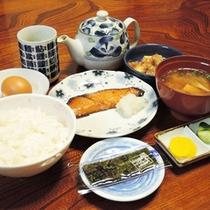 【朝食一例】栄養たっぷりの手作り和朝食をご用意します。