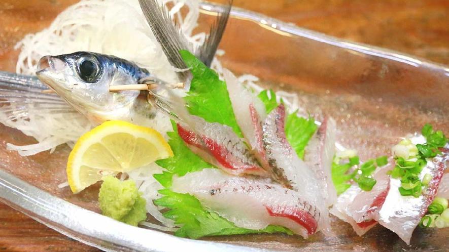 *【ご夕食一例】その日に獲れた旬の魚のお造りです。