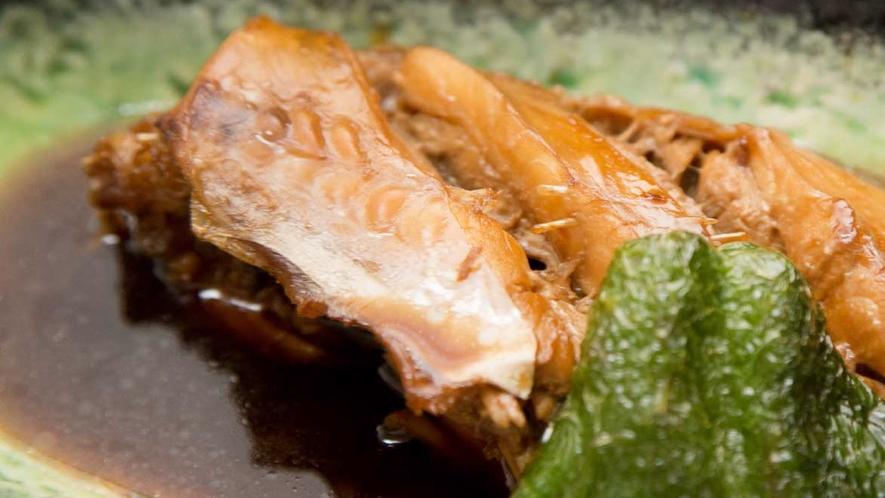 *【ご夕食一例】その日に獲れた旬の魚の煮付けです。