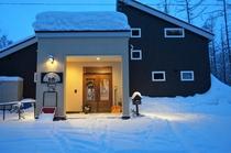 宿の正面(冬)
