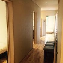 各部屋に繋がる廊下