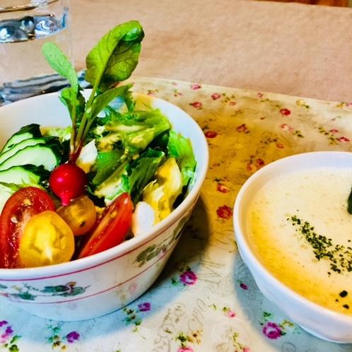 …ある日のランチ〜新鮮野菜たっぷり、アスパラのスープが優しい…
