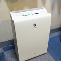 空気清浄機をお部屋にご用意しております。
