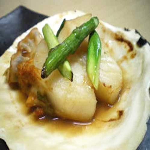「夕食一例」帆立の貝焼き野菜添え