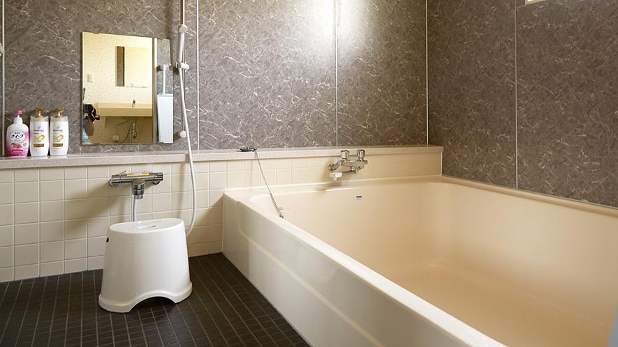 *男性用浴場*しっかりと足を延ばせ、1日の疲れを癒す入浴タイム!