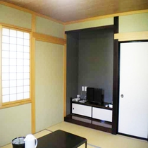 全客室、障子、襖、床の間付きの畳部屋。懐かしさを感じる和の空間で