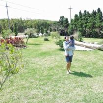 *【施設設備】広々とした中庭でお子さまものびのびと過ごせます。