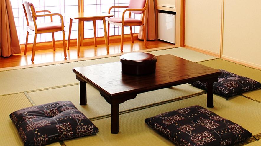 *【部屋/和室】畳の上で足を伸ばしてのんびりお過ごしいただけます。