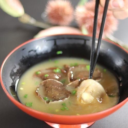 ■【きのこ汁】地元産のきのこを使用。味が濃く信州味覚によく合います。