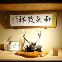 館内各所に調度品が多数飾られています。