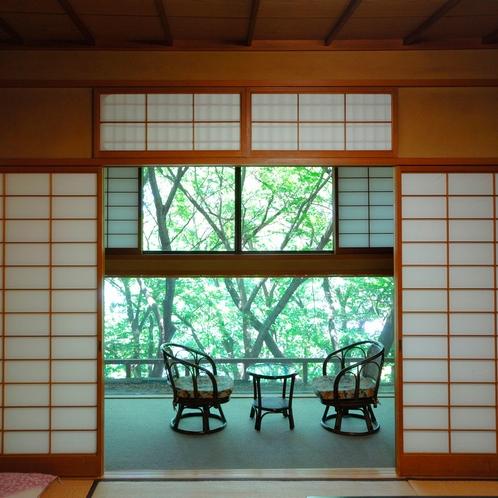 ■【和室8~10畳】広縁からの景色をお楽しみください