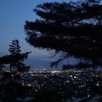 お庭からは、松本市街の夜景を一望