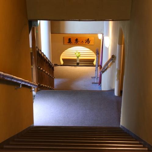 ◆施設_玄関をくぐって右にむかうとお風呂がございます