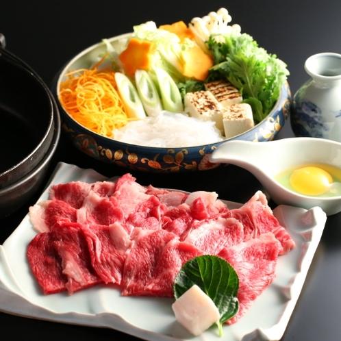 ■【すき焼き会席コース】メイン一例。信州霜降り牛のとろけるすき焼きは絶品!