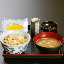 【華・爛・他】旬のお食事 会席料理の最後にどうぞ