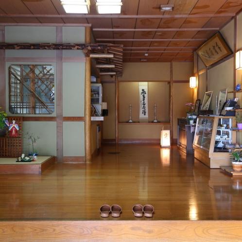 ◇玄関を入ってからの様子。贅沢な空間使いで施設内でも開放感を感じて頂けます。