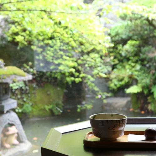 ■【特別室】お抹茶と甘いお茶請けでほっと一息。