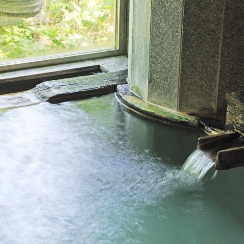 ■【男性風呂■真秀の湯】湯口からはたっぷりの温泉