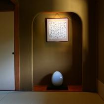 ■【和室12畳~15畳】の踏込は各部屋趣向が違い、いつ来られても新鮮に感じられるそうです。