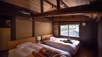 【エグゼクティブ・902】朝日が心地よく降り注ぐ大きな窓のあるベッドルーム。