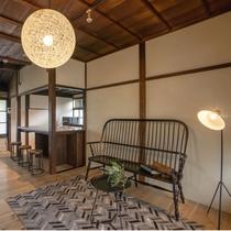 ペットと泊まれる NOKON 801【4名定員】107平米オープンキッチンを備えたリビングスペース