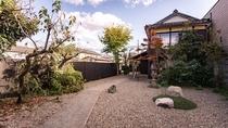 【スイート・1002】広いお庭とともにまるで一軒家のような造りのお部屋。