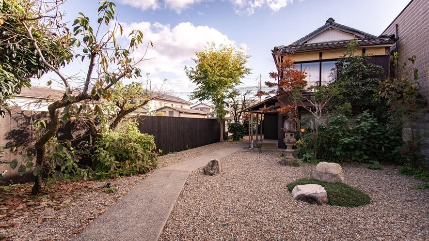 【VMGスイート・1002】広いお庭とともにまるで一軒家のような造りのお部屋。