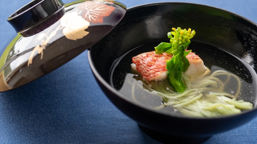 赤ズミ青さ素麺蒸しのお椀仕立て