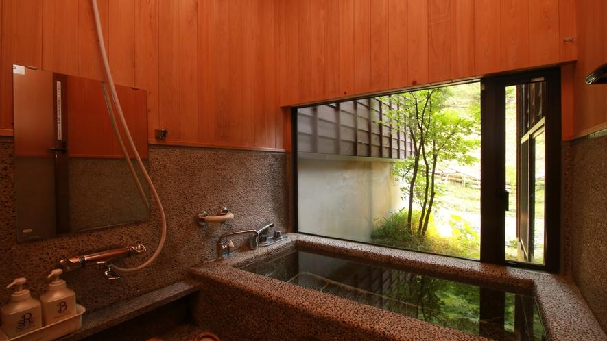 ■【客室専用風呂】石造りの専用お風呂。こちらも自然を眺めながらお寛ぎいただけます。