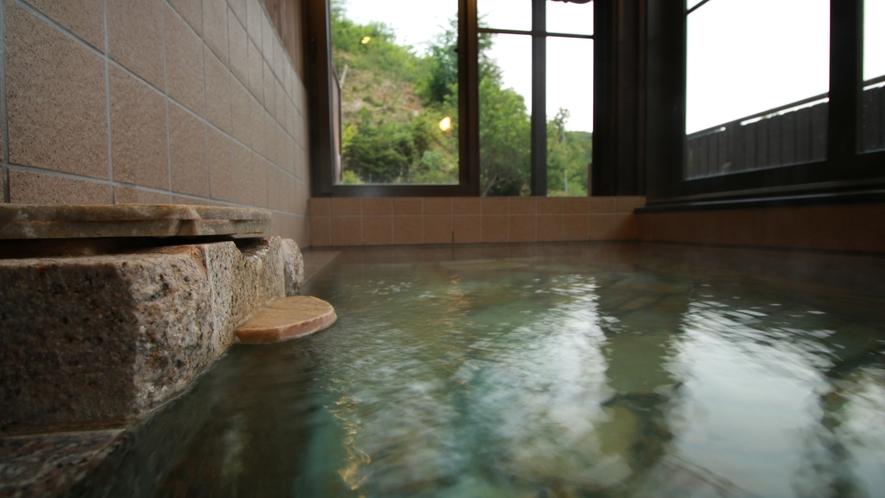 ■【美肌の湯】pH9,7という高い数値で美肌の湯といわれています。